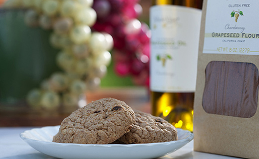 Flour and cookies made from grape seeds. Photo: P. Greb, ARS-IS