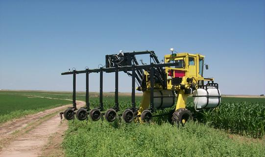 High-clearance chemical application tractor