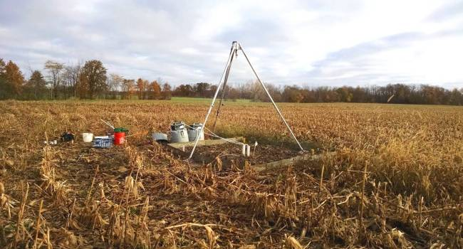 Field rainfall simulation experiment, studying the effect of fertilizer placement on phosphorus leaching.
