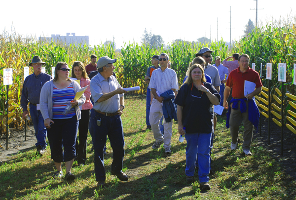 Visitors at the 2008 GEM Field Day.