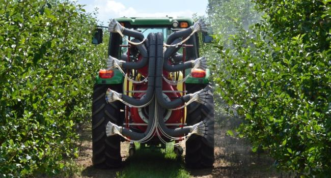 ATRU scientists, together with university collaborators, have developed a field sprayer that uses intelligent technology to detect the presence, size, shape and density of target plants.
