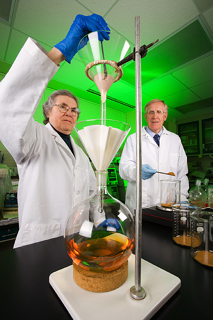 Chemists Richard Anderson and Marilyn Polansky extract compounds from cinnamon, photo by Peggy Greb