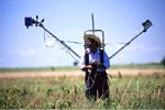 Photo: Worker with remote sensing device for measuring nutrient deficiencie in crops or soil