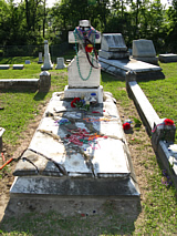 Photo of Kelly Mitchell gravestone. Credit: Charles Bryson, ARS