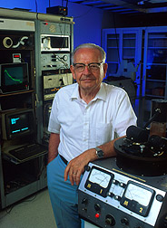 photo of Karl Norris with spectrophotometer