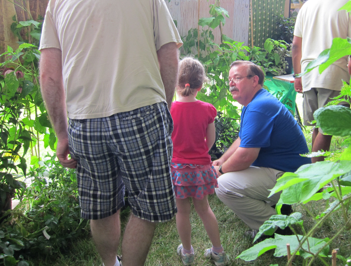 Ned Garvey, Botanist with the PEO, discusses a collection mission with a future collector at BARC's Field Day 2010