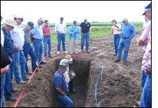 Link to photo of 2005 Froid Research Farm Tour.