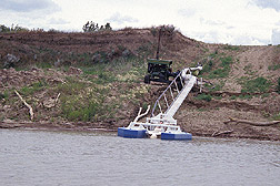 Photo: Floating pumps on the Missouri River. Link to photo information