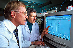 Chemists Richard Anderson and Marilyn Polansky use high-performance liquid chromatography to identify compounds from cinnamon that improve the action of insulin.