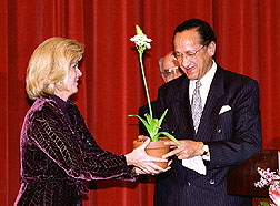 "Mrs. Gore receives ""Tipper"" from South African Ambassador Sonn"